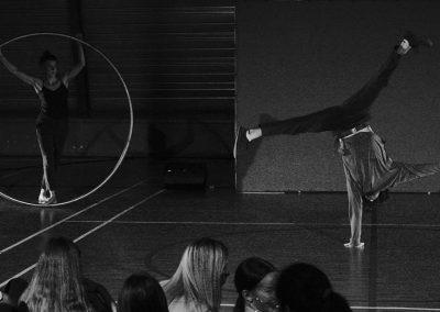 deux artistes de cirque contemporain roue cyr et acrodanse