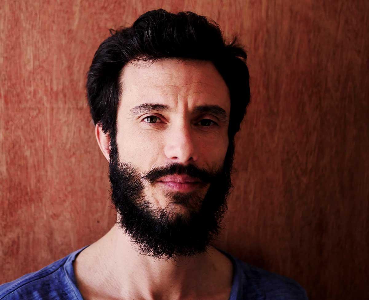 Portrait de Joris Frigerio artiste de cirque contemporain, co-fondateur de la compagnie