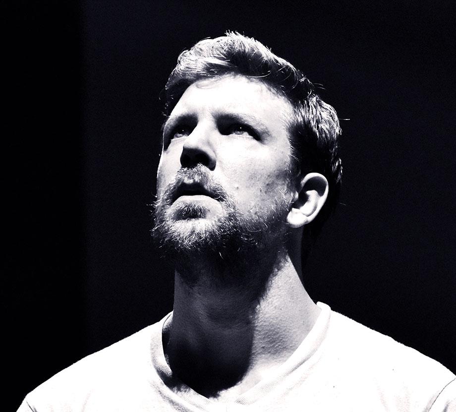 Portrait de Matthieu Renevret artiste de cirque contemporain